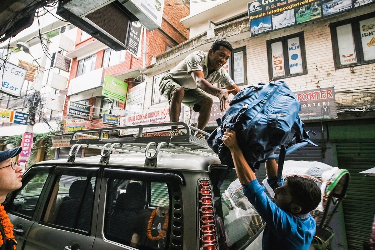 51. А рано утром нас уже ждала машина, на которой мы добрались до непальско-китайской границы.
