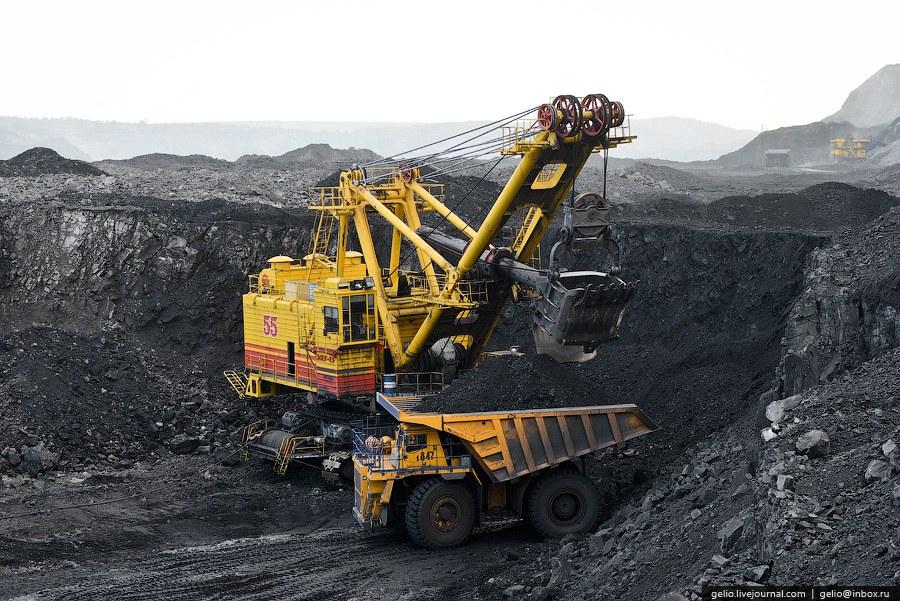 Техническая база предприятия включает в себя: автосамосвалы грузоподъемностью от 42 до 320 тонн