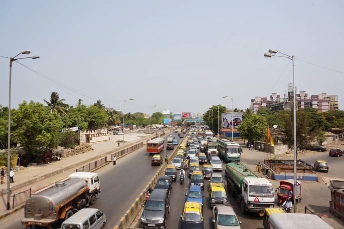 На весь Мумбаи — всего несколько светофоров. Дорожных знаков в мегаполисе минимальное количество. За