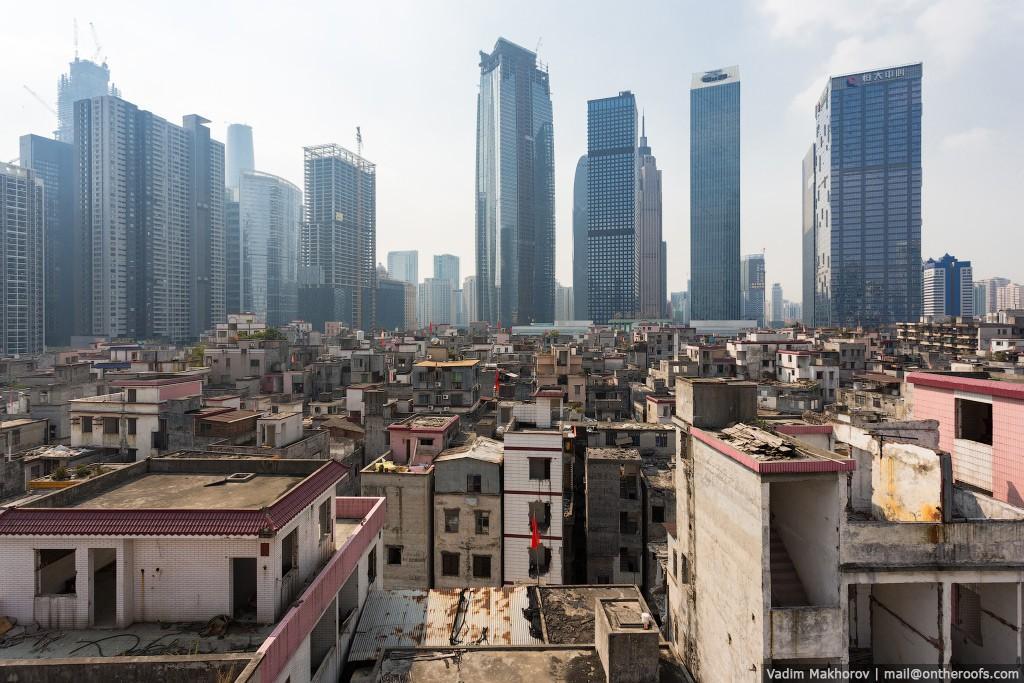 16. Китай строится семимильными шагами. Как я уже говорил, небоскребы растут как грибы. Старые жилые