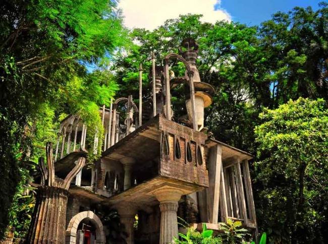 © wikimedia  Лас-Позас— это настоящий райский сад ссюрреалистическими скульптурами ифантаст