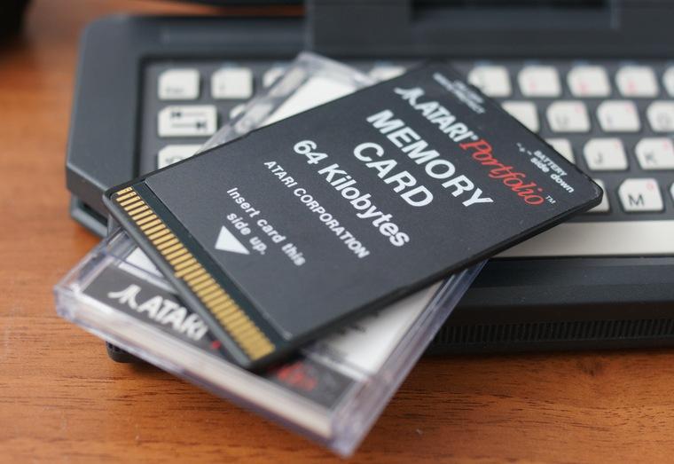 8. Объем памяти Atari Portfolio был крайне мал: всего 256 Кб. Расширить его можно было при помощи ка