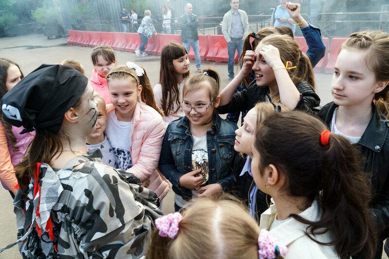 Русская девочка развлекается после школы перед камерой фото 164-309