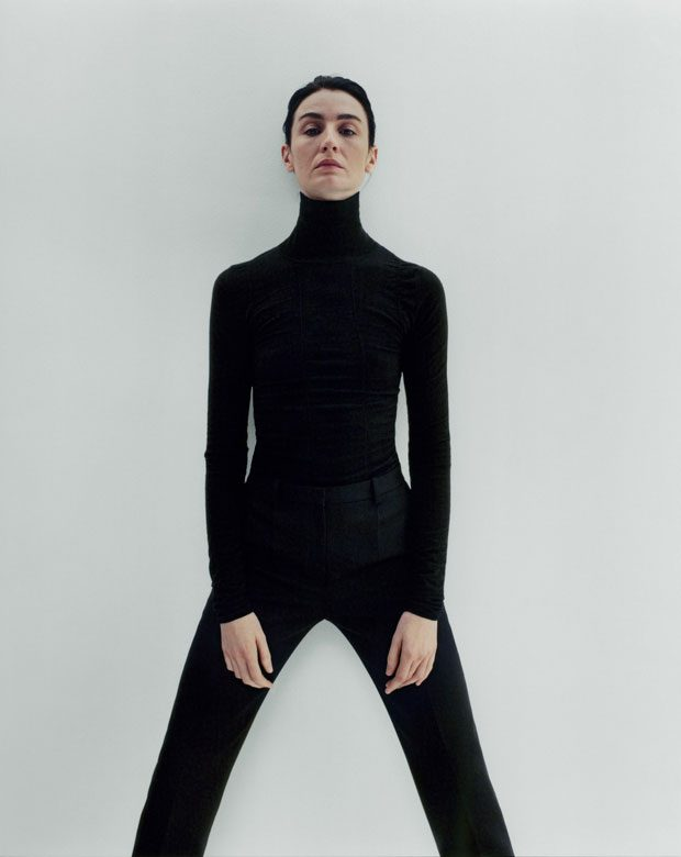 Don't Miss Supermodel Erin O'Connor Posing in THE ROW (15 pics)