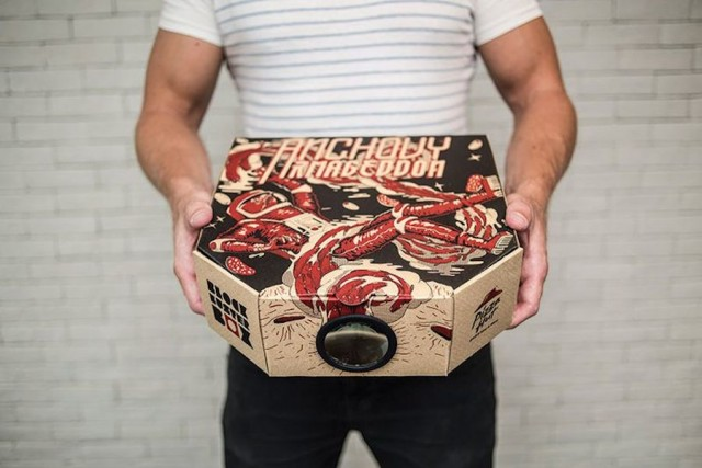 A Pizza Hut Box Turned Into a Movie Projector (4 pics)