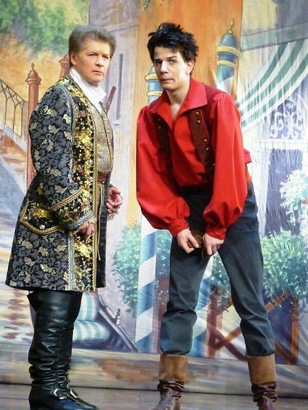 Сцена из спектакля Труффальдино из Бергамо.jpg