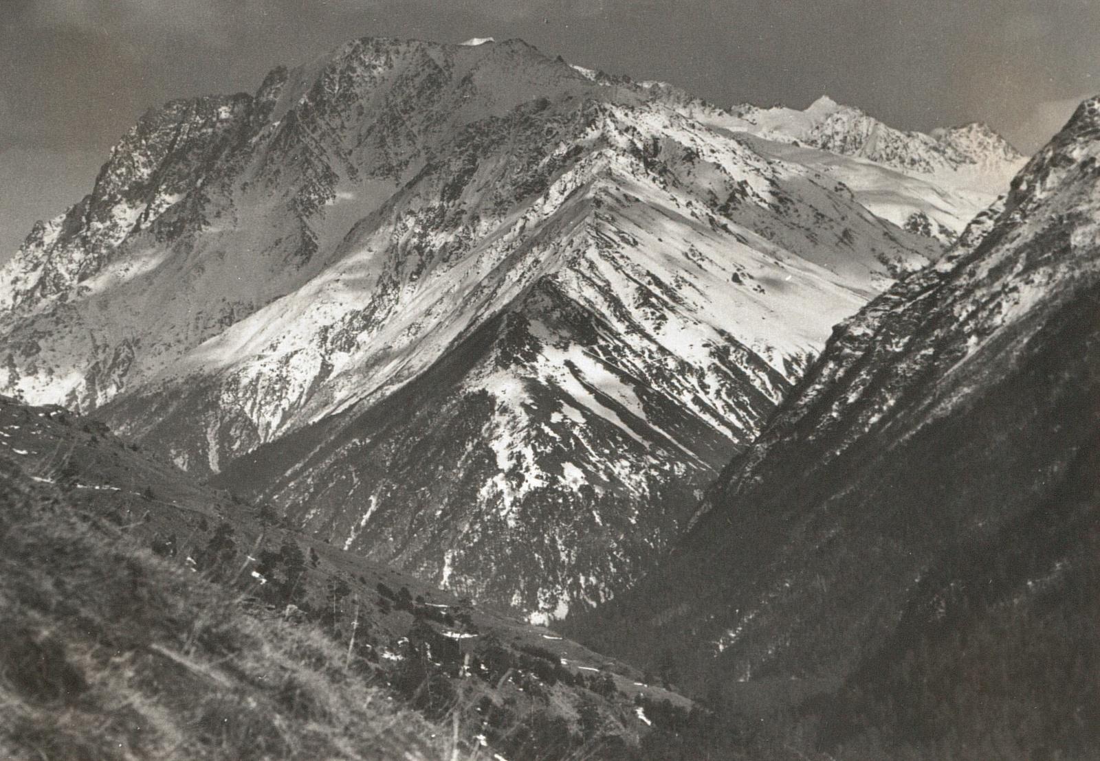 Центральный Кавказ. Андырчи  (3939 м) и Курмычи (4051 м)
