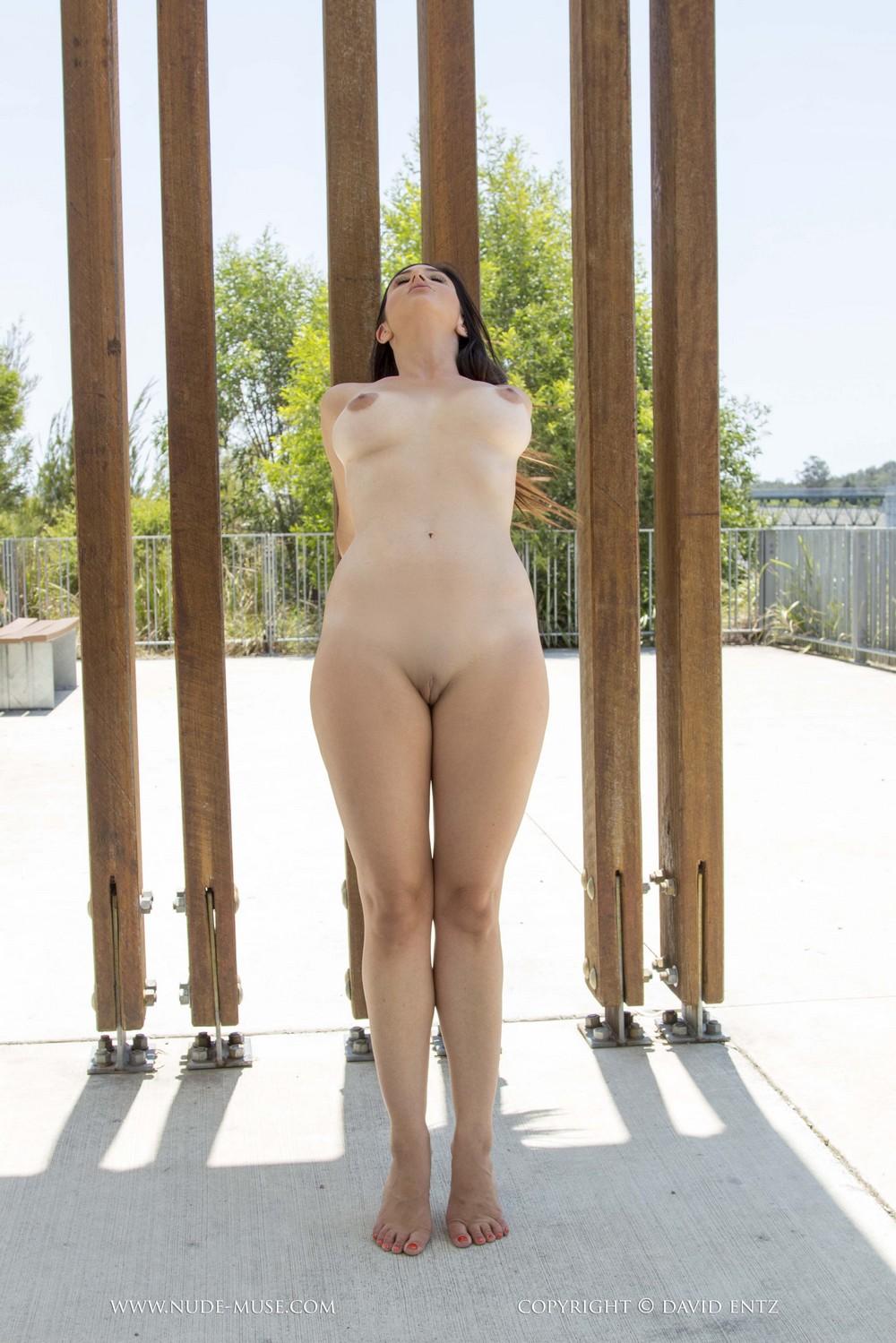 Scarlett Morgan разделась на свежем воздухе