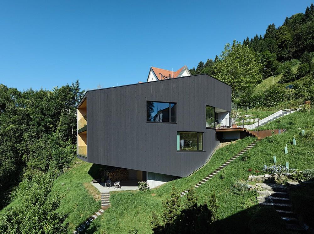 Дом на холме в Австрии