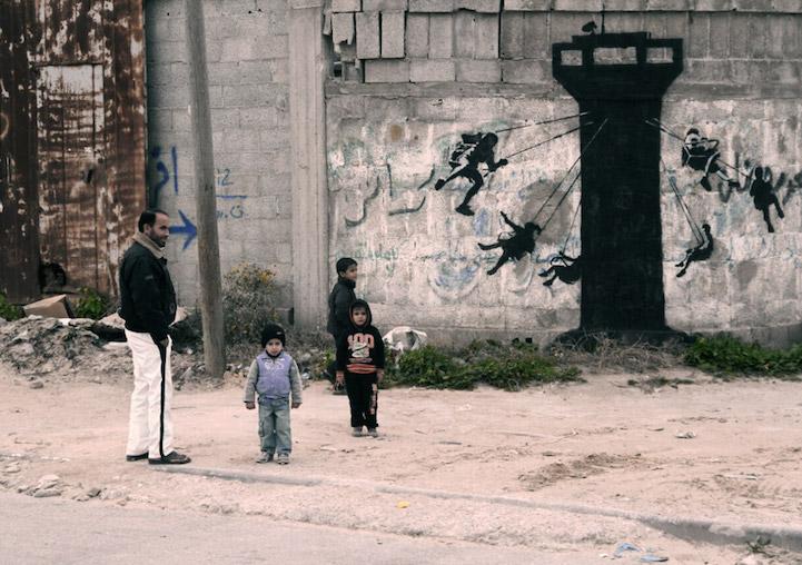 Граффити среди разрушенного города