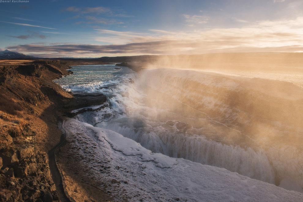 Чудо следующее: гейзеры.   Водопад Гульфосс находится на «Золотом кольце» Исландии. «Золотым