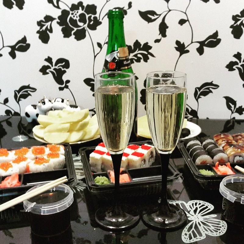 Шампанское с роллами Анаис: Это же гениальная идея! Я теперь только так и буду делать — шампанское и