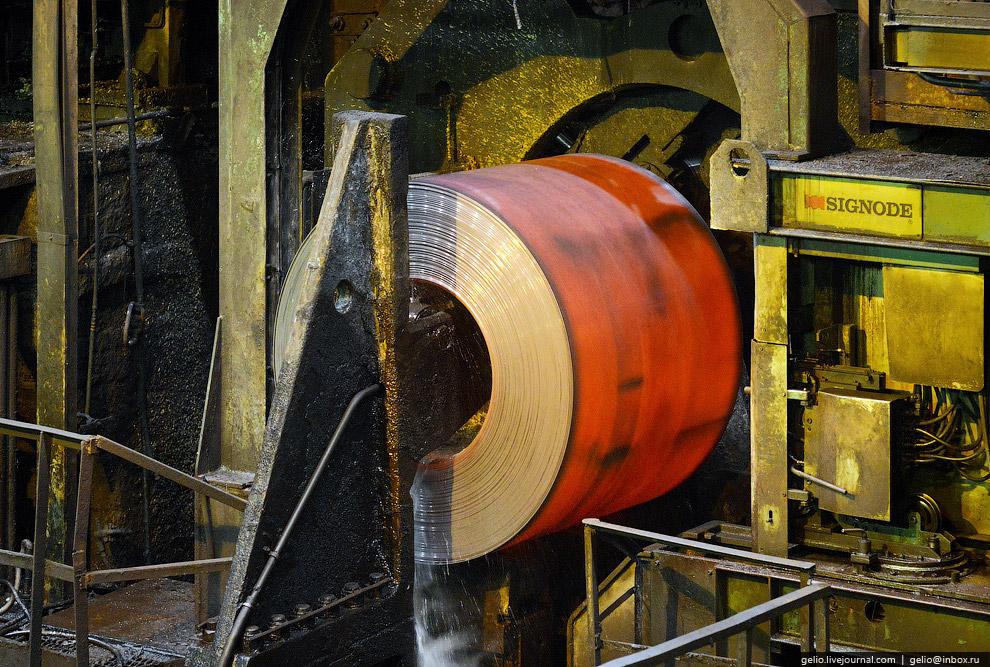 Масса одного такого рулона может достигать 20 тонн: