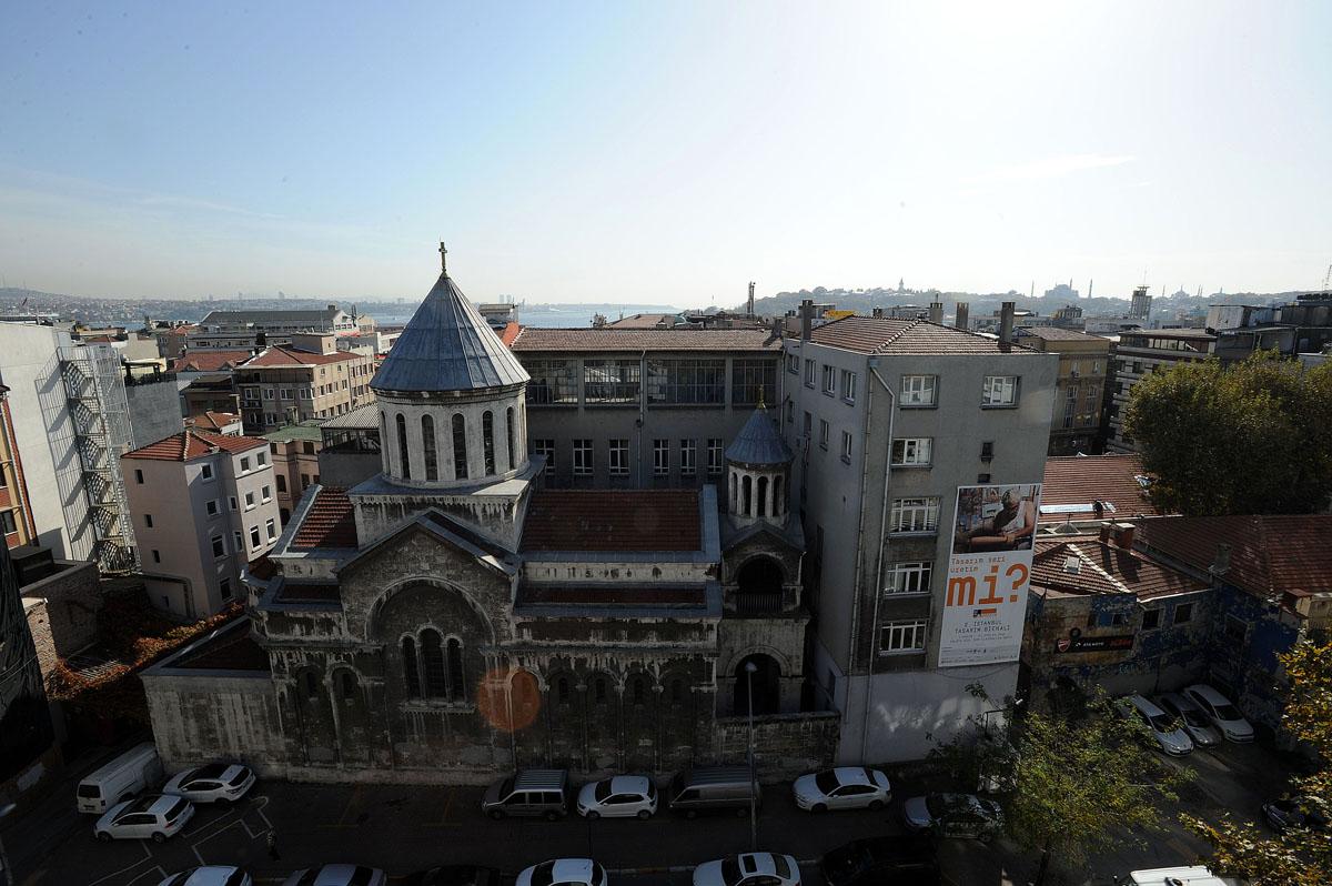 4. Ну а мы направляемся на 2 Istanbul Tasarim Bienali 2014 — 2-ю Стамбульскую дизайн-биеннале.