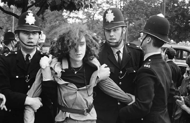 Собрание хиппи возле Стоунхенджа, 1972 год.