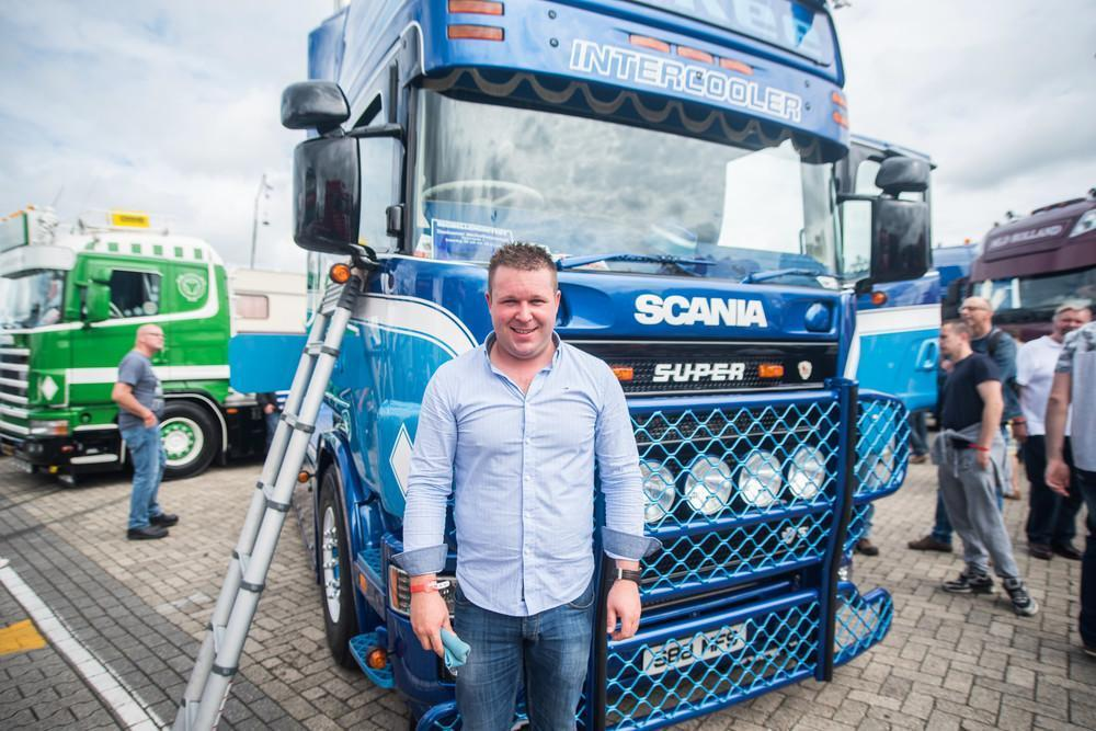 «Весь этот ряд грузовиков будет участвовать в конкурсе на громкость. Мы будем проезжать мимо специал