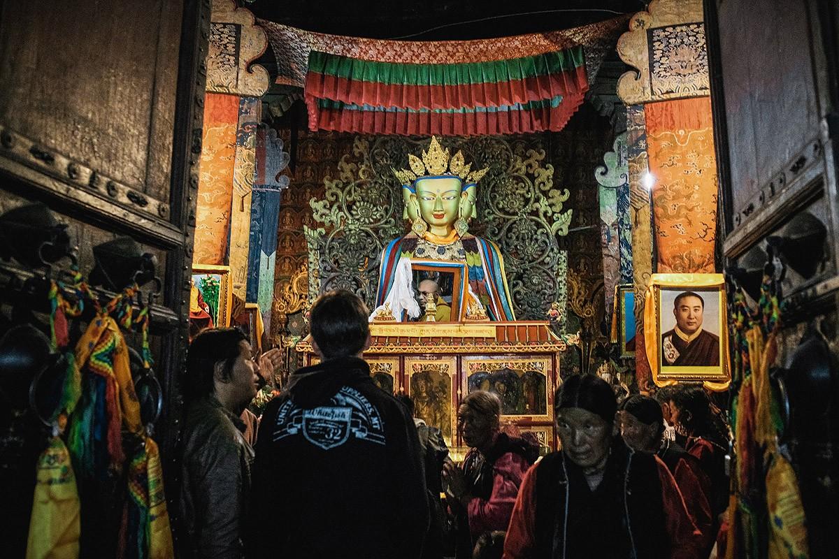 15. Чтобы не терять времени, мы решили вначале осмотреть главный храм, который называется Гоман. Все