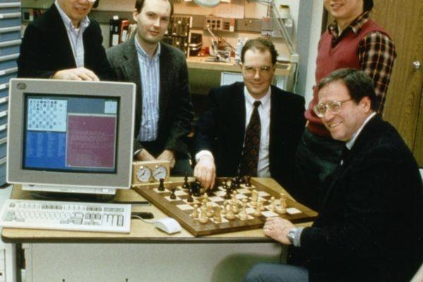 Корпорация IBM создавала суперкомпьютер Deep Blue, чтобы победить в шахматах, но в дальнейшем при по