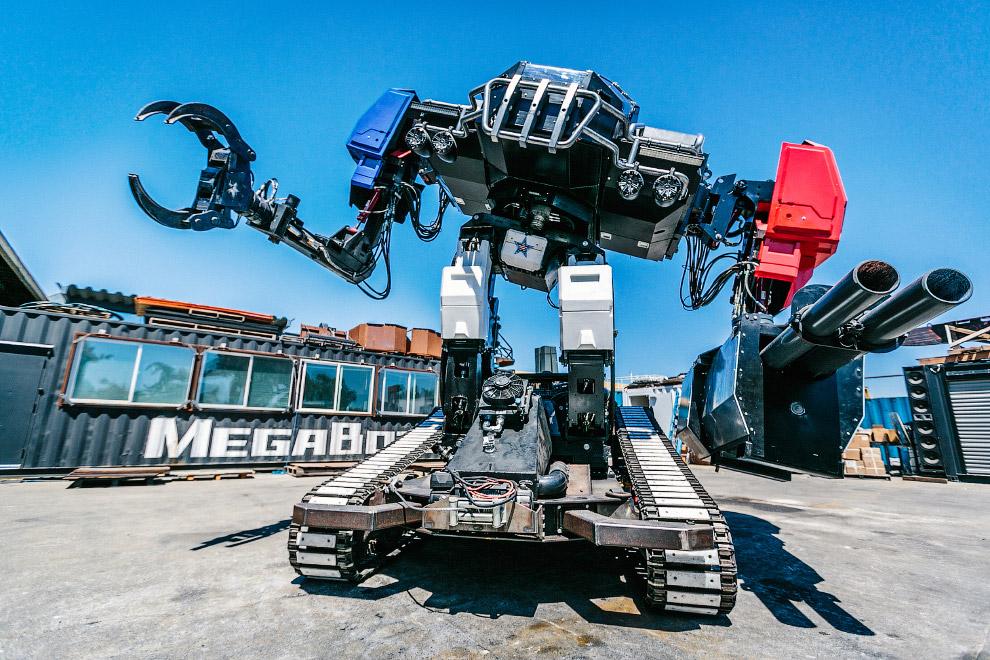 7. Так выглядит кабина пилота робота.