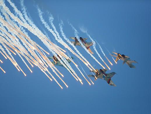 ВПушкине навоенном аэродроме устроили авиапарад— Санкт-Петербург