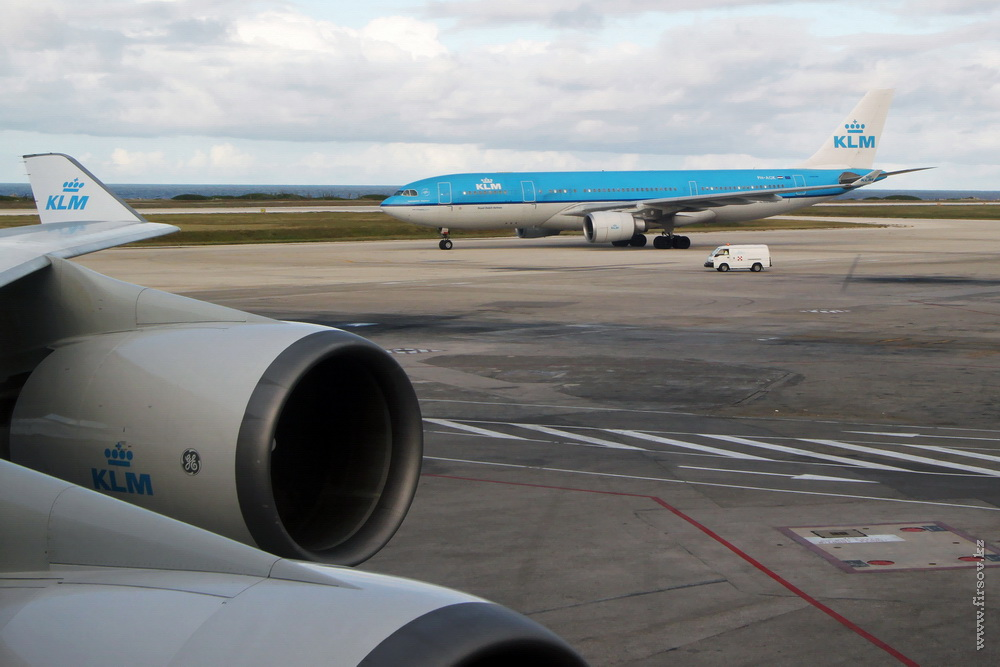 A-330_PH-AOK_KLM_3_CUR_resize.jpg
