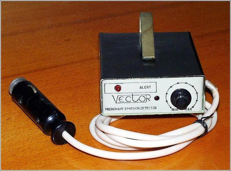 «Вектор-антирадар» предупреждал о милицейском радаре почти за километр, однако, в массовое производство он не поступил по неизвестным причинам, 1990 год