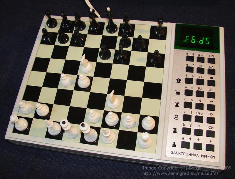 «Электроника ИМ-01» — шахматный компьютер, записывает ходы, играть можно вдвоем или против компьютера 1986 год