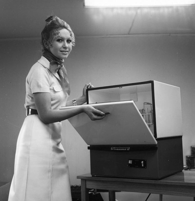 Даже сейчас не у всех. А тогда была! Посудомоечная машина «Стауме-2», производилась в Латвийской ССР, 1972 год