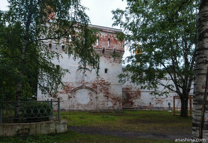 Пятницкая Северо-Западная башня Архиерейского двора, Вологда