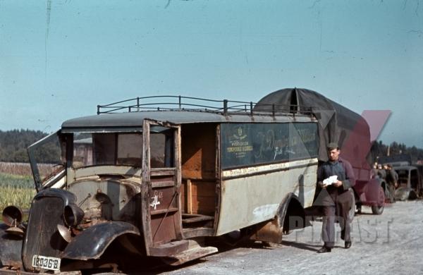 stock-photo-50infdiv-versorgungseinheiten-354-latourdecarol-france-1940-wehrmacht-scrap-heap-cars-destroyed-11191.jpg