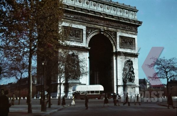 stock-photo-arc-de-triomphe-in-paris-france-1940-10977.jpg