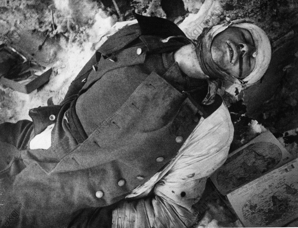 2.Weltkrieg,Stalingrad,gefallener Soldat - Stalingrad. Dead Soldier. - 2e GM / Campagne de Russie de l'armйe allemande / Bataille d