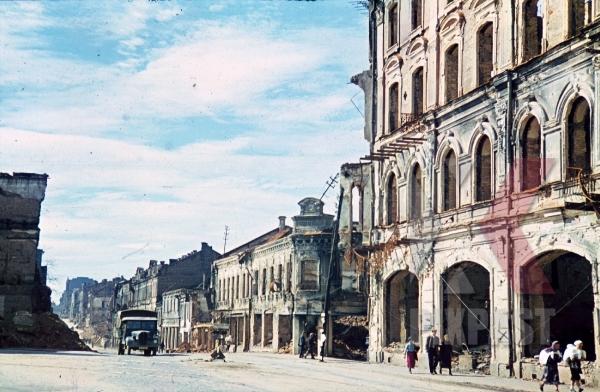 stock-photo-destroyed-buildings-in-minsk-belarus-russia-1941-9208.jpg