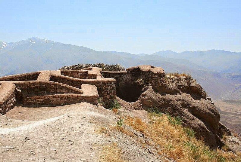 Alamut, ruínas da fortaleza do Velho da Montanha, Ira.jpg