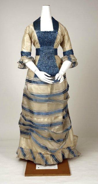 платье из ананасового волокна