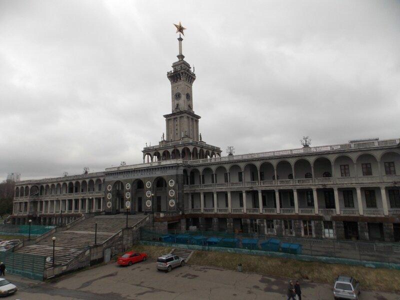 Здание Северного Речного вокзала в 2017 году