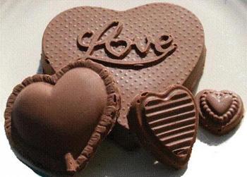 Всемирный день шоколада 11 июля. Шоколадные сердечки открытки фото рисунки картинки поздравления