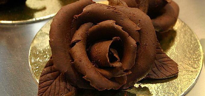 Открытки. С днем шоколада! Шоколадная роза