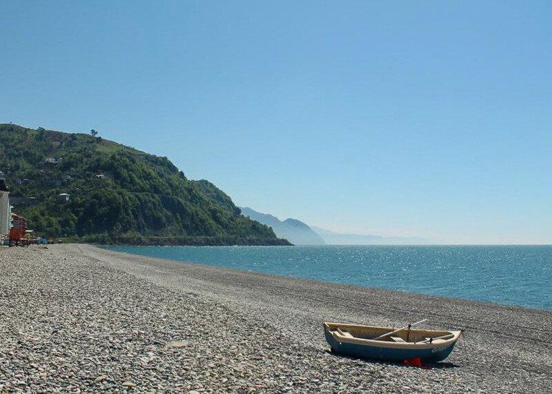 Пляжи в Гонио чистые, как и вода в море
