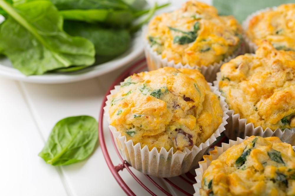 Сырные маффины с овощами Ингредиенты: 3 ст. л. сливочного масла 250 мл молока 200 г муки 100 г тверд