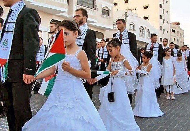 А вот такая свадьба - массовая, общественная - была нужна политикам Сектора Газа. Таким образом, Хам