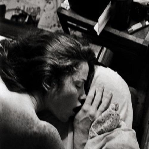 Сексуальные девушки с бархатной кожей на откровенных снимках французского фотографа.