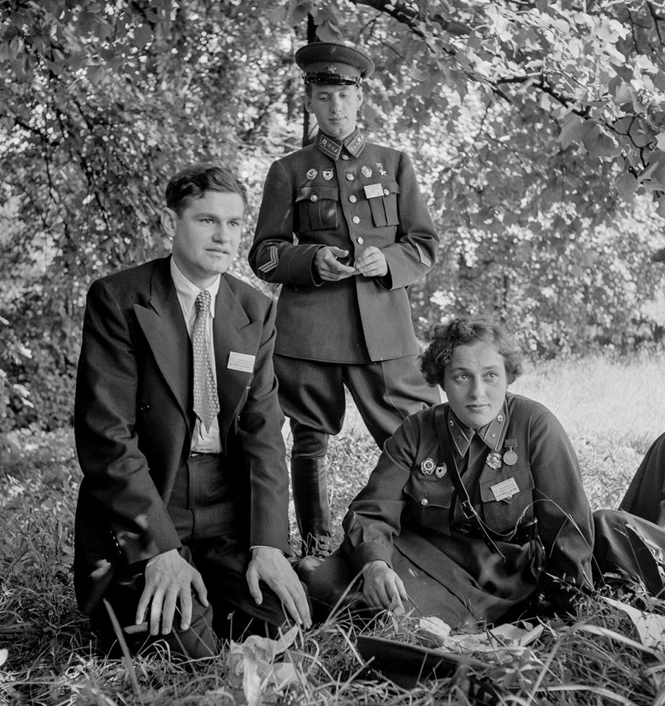 Павличенко и другие участники советской делегации во время поездки в Вашингтон в 1942 году. Вернувши