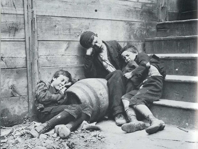 Бездомные дети иммигрантов-арабов.