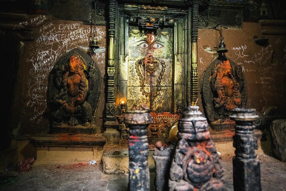 28. В небольшом здании (оно сейчас ремонтируется) скрыто одно из мест силы буддийского божества Чакр