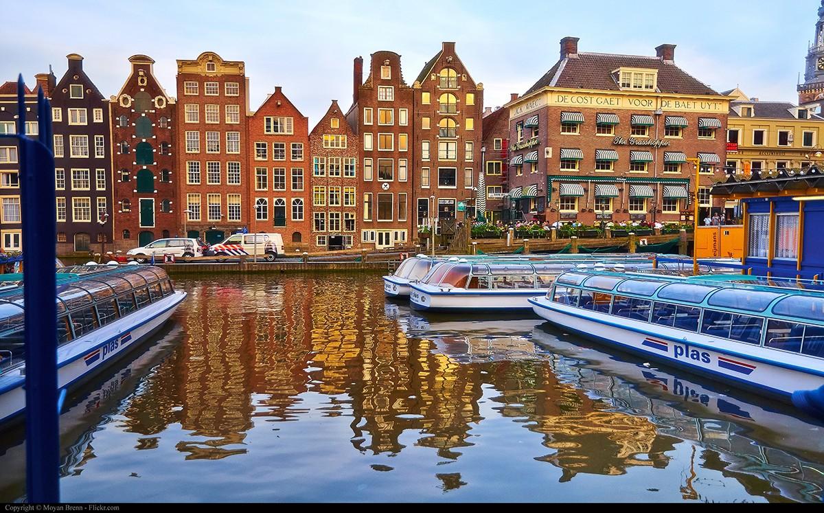 10. Прогулка по каналам в Амстердаме 1500 мостов, множество каналов, которые причислены к наследию Ю