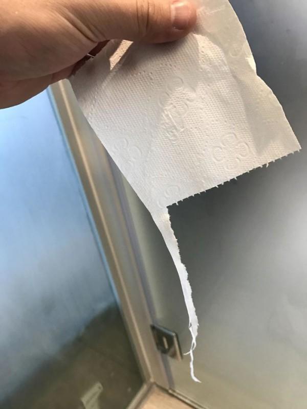Технологии ушли далеко вперед, но производители туалетной бумаги до сих пор не могут усовершенствова