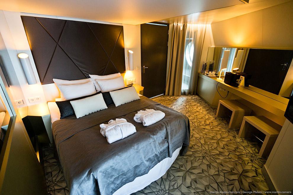 31. В каюте Suite Flow целая гостиная или комната для тусовок есть.