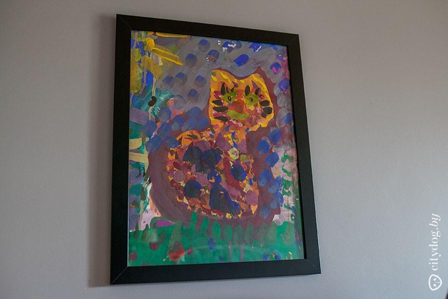 57. Мебель в спальне также из IKEA. Картины — детское творчество. А икону подарила бабушка Марины —