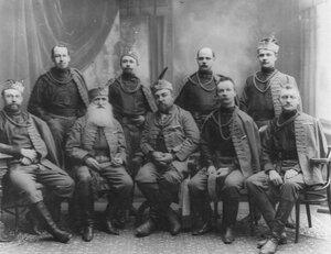 Группа руководителей общества в сокольских костюмах